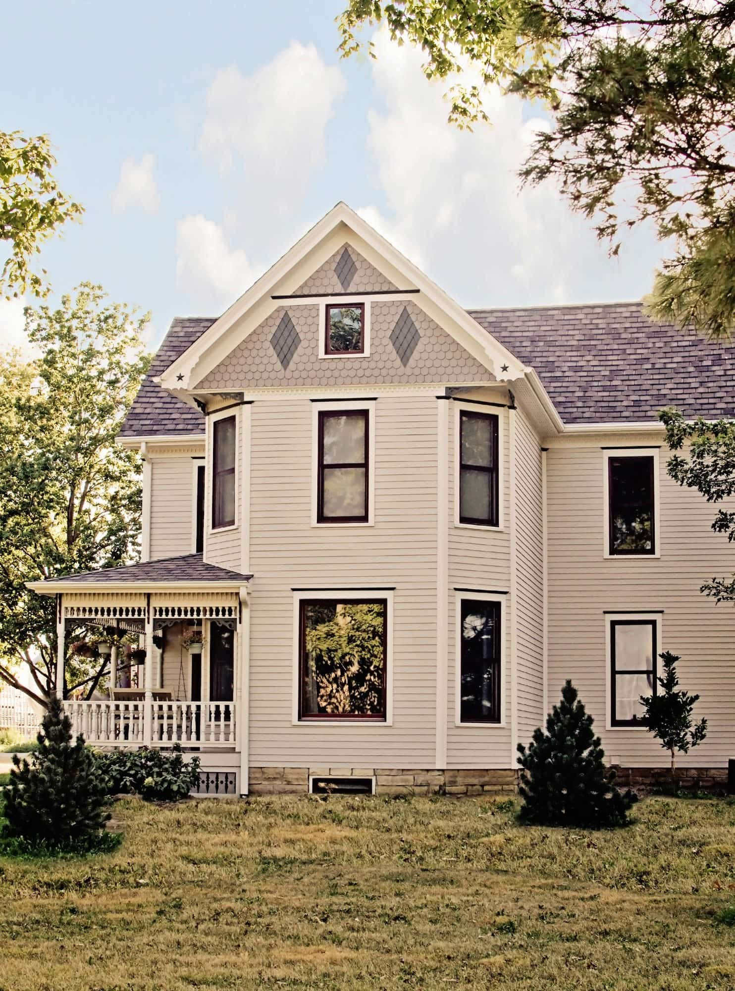 Make your home s gables pop with james hardie siding for Farmhouse homes