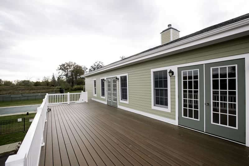 Cedar siding vs fiber cement pros cons for Wood siding vs hardiplank