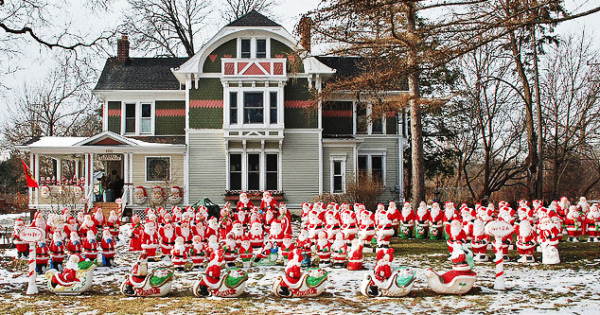 The Santa Claus House In Lombard Is For Sale For 749