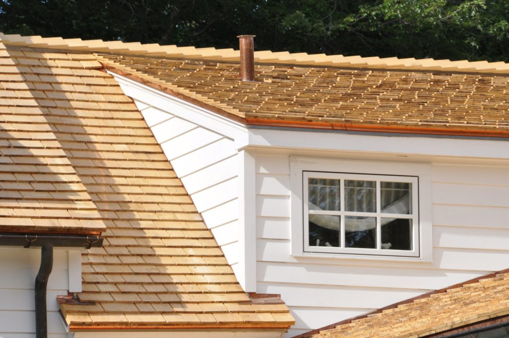 4 warning signs that you need cedar shake roof repair for Cedar shake siding pros and cons