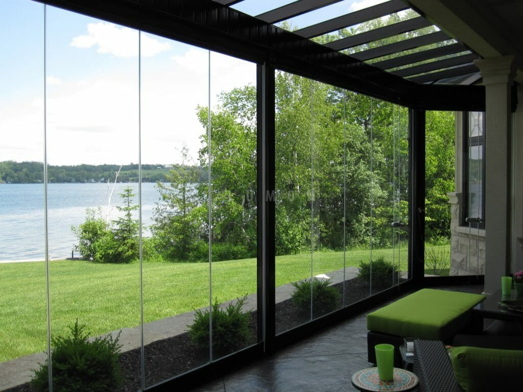 Spend more time outdoors in comfort and style with our frameless retractable glass walls, balcony railings and coverings for balconies, sunrooms and patios.